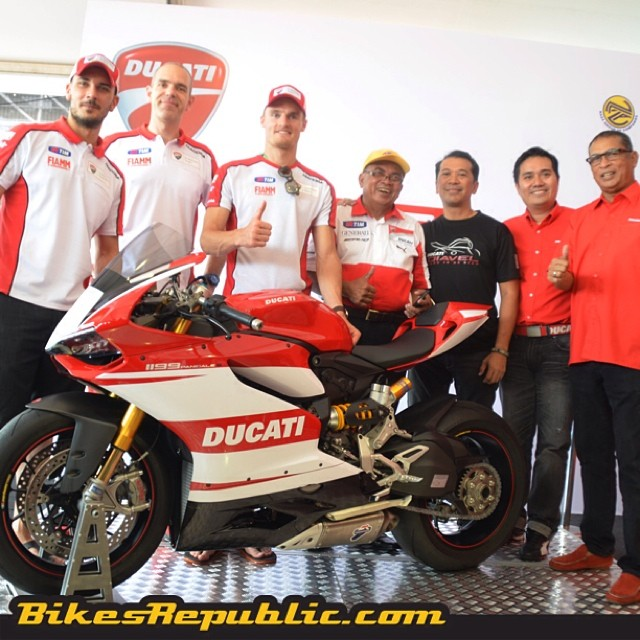 Congratulations @ducati_my on your newest addition! Meet the Malaysia-only 1199 Panigale Championship Edition! Limited only to 10 units, each priced at RM160,888! #ducati #ducatimalaysia #1199panigale #championshipedition #limitededition #chazdavies #davidgiugliano #wsbk