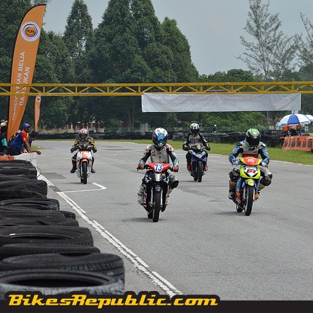 It's a busy weekend for us! One thing that kept us busy was Round 2 of the KBS MAM Kapcai Endurance series in UUM, Sintok, Kedah! #kbs #mam #kapcai #kbsmamkapcaiendurance #uum #sintok #kedah #motorsports #racing #moped #cub
