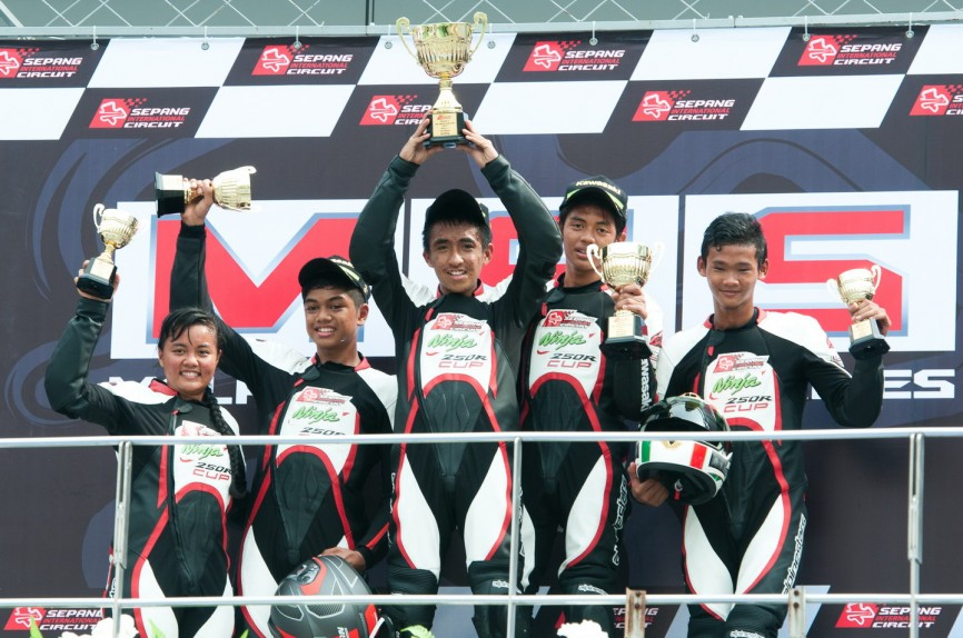 podium race 1-pic 2