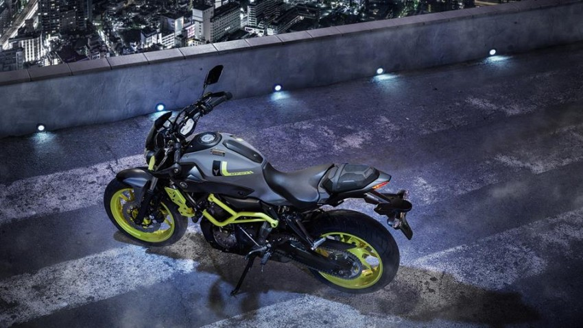 stunting new yamaha mt 07 moto cage night fluo edition bikesrepublic. Black Bedroom Furniture Sets. Home Design Ideas