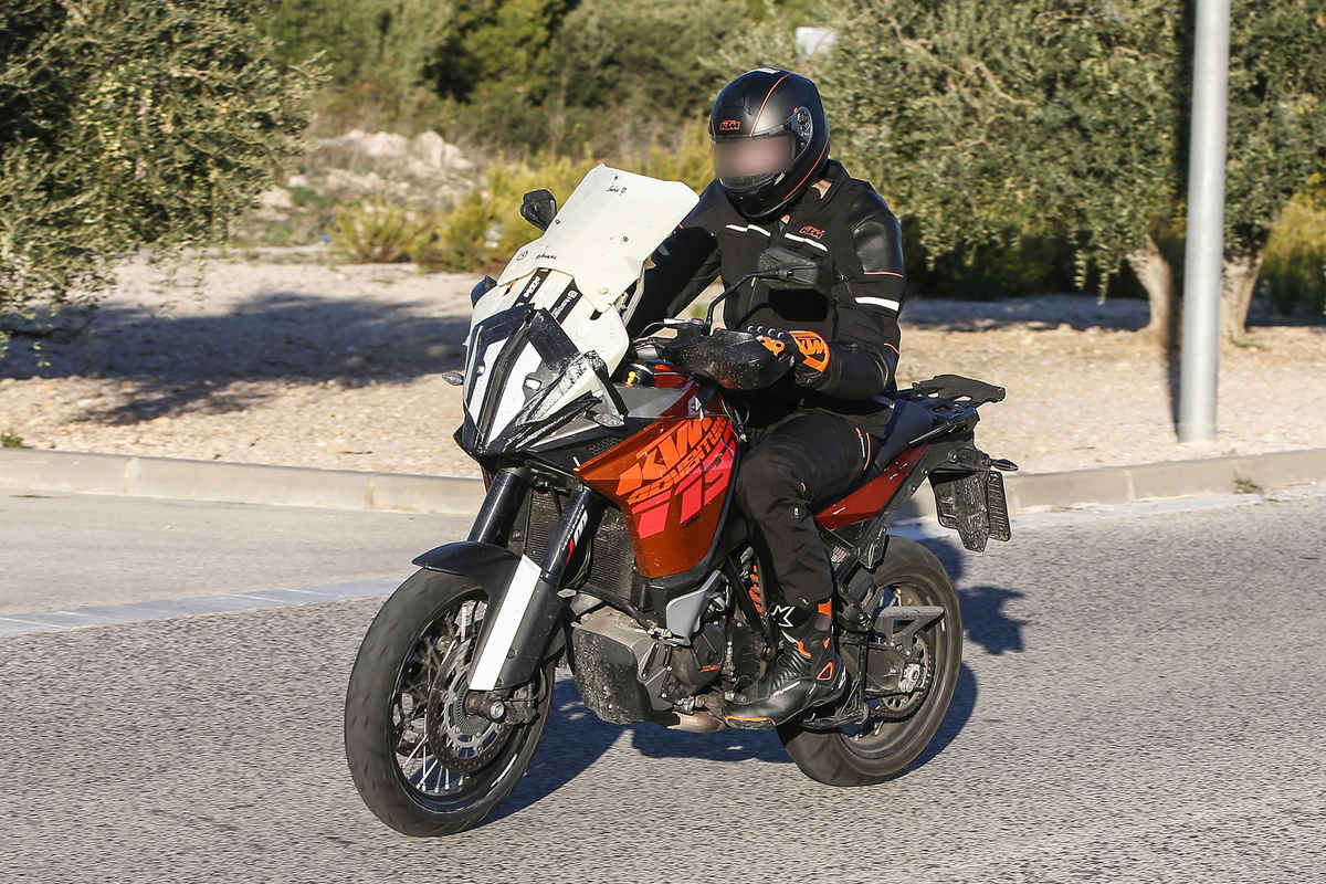 updated ktm 1190 adventure spied bikesrepublic. Black Bedroom Furniture Sets. Home Design Ideas