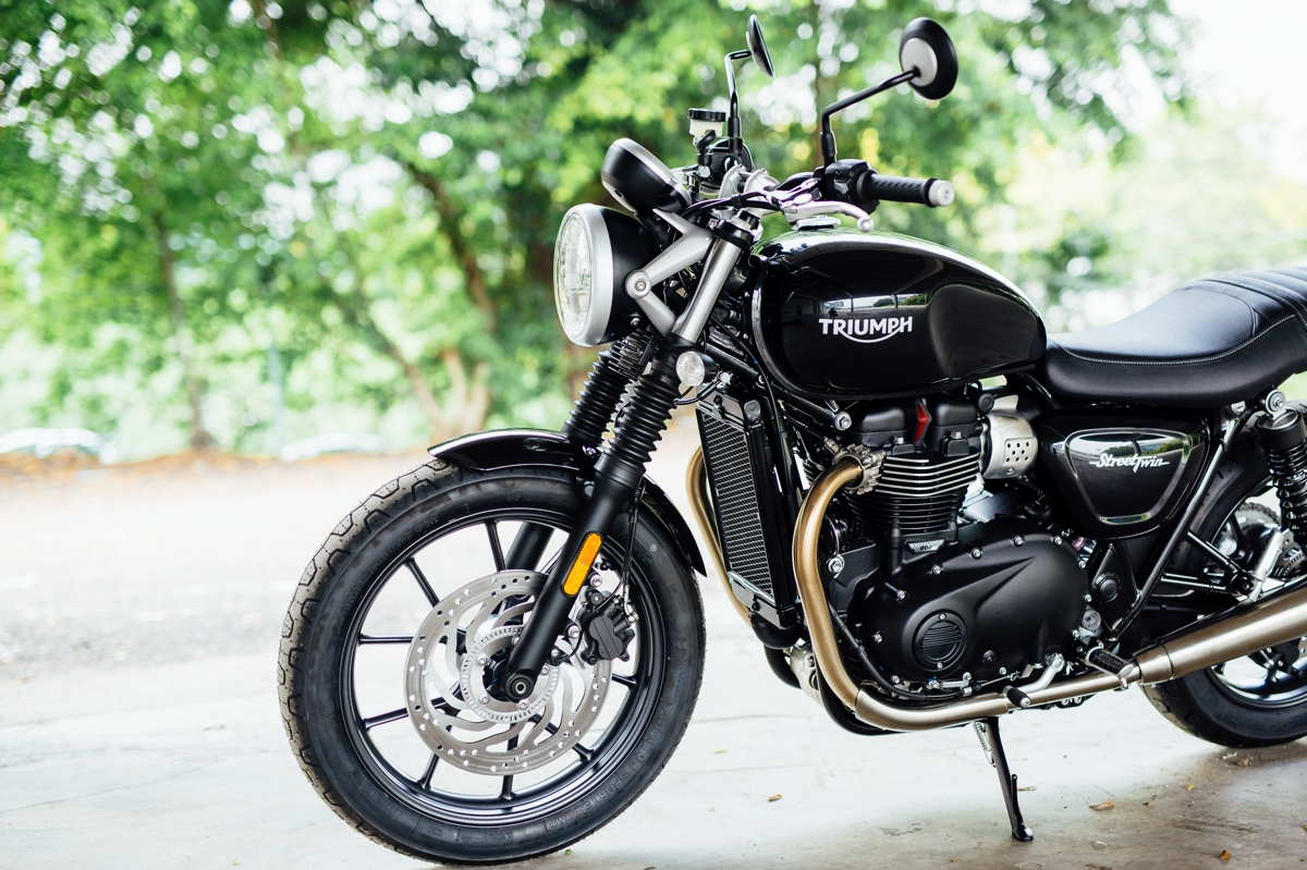 2016 triumph bonneville street twin launched rm55 900 with videos bikesrepublic. Black Bedroom Furniture Sets. Home Design Ideas
