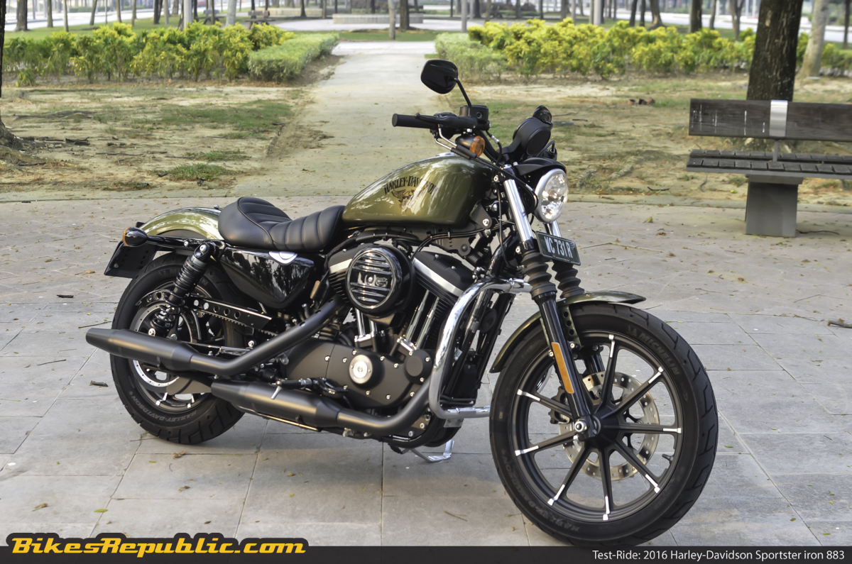 test ride 2016 harley davidson sportster iron 883 bikesrepublic. Black Bedroom Furniture Sets. Home Design Ideas
