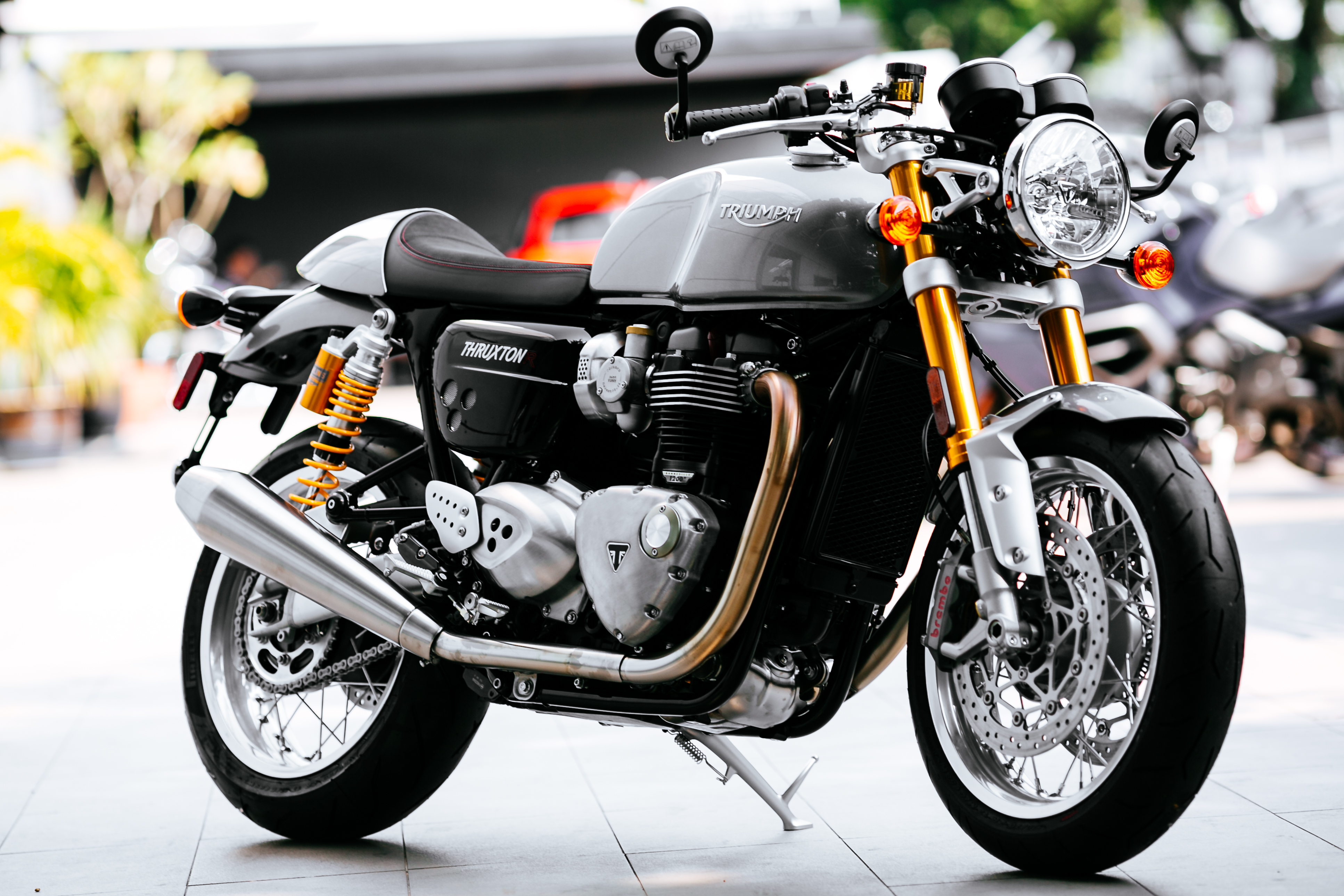 The Thruxton R Features Classic Cafe Racer Design A Big Powerful Engine Brilliant Brakes And Ohlins Showa Suspension