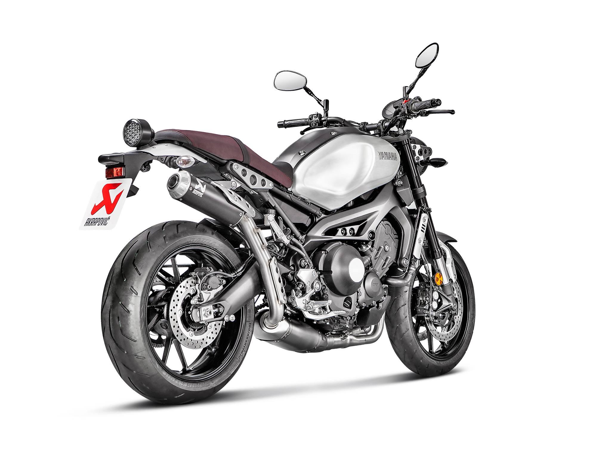 new akrapovi kit for yamaha xsr 900 bikesrepublic. Black Bedroom Furniture Sets. Home Design Ideas