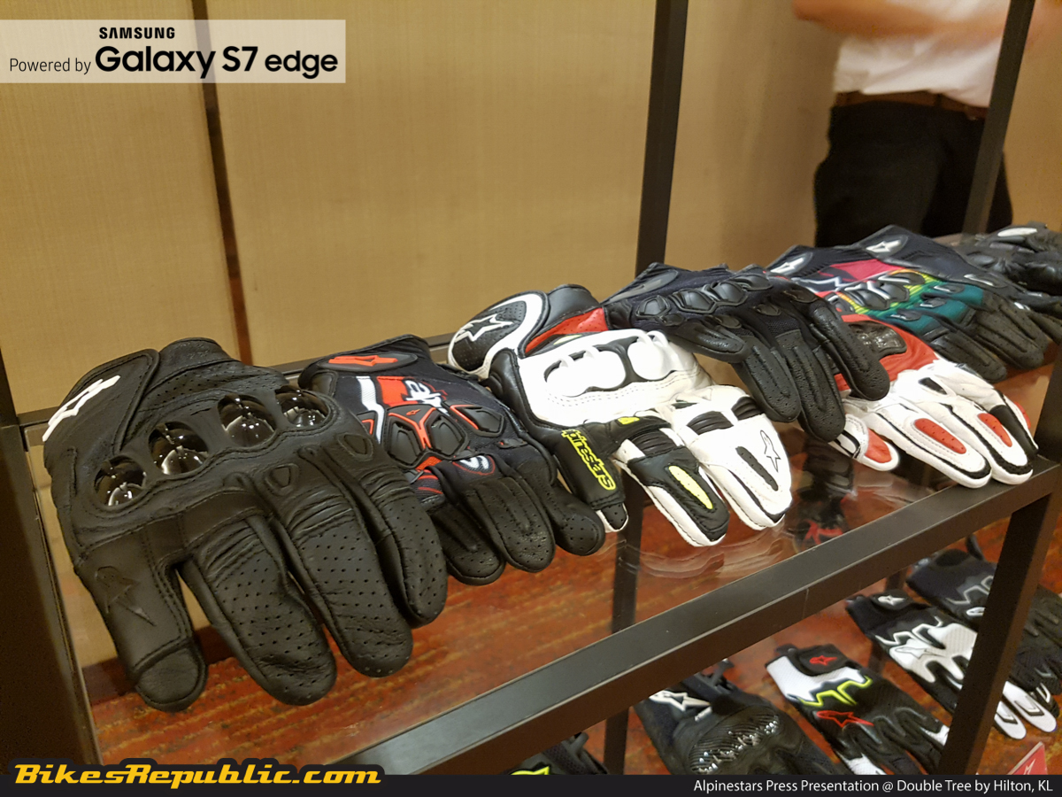 Motorcycle gloves distributor - Sinar Puncak Sdn Bhd Also Held A Mini Showcase Of The Various Alpinestars Road Motorcycle Products That Is Being Distributed Amongst Them Were Full Ranges