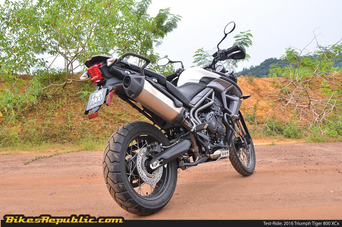 test ride triumph tiger 800 xcx bikesrepublic. Black Bedroom Furniture Sets. Home Design Ideas