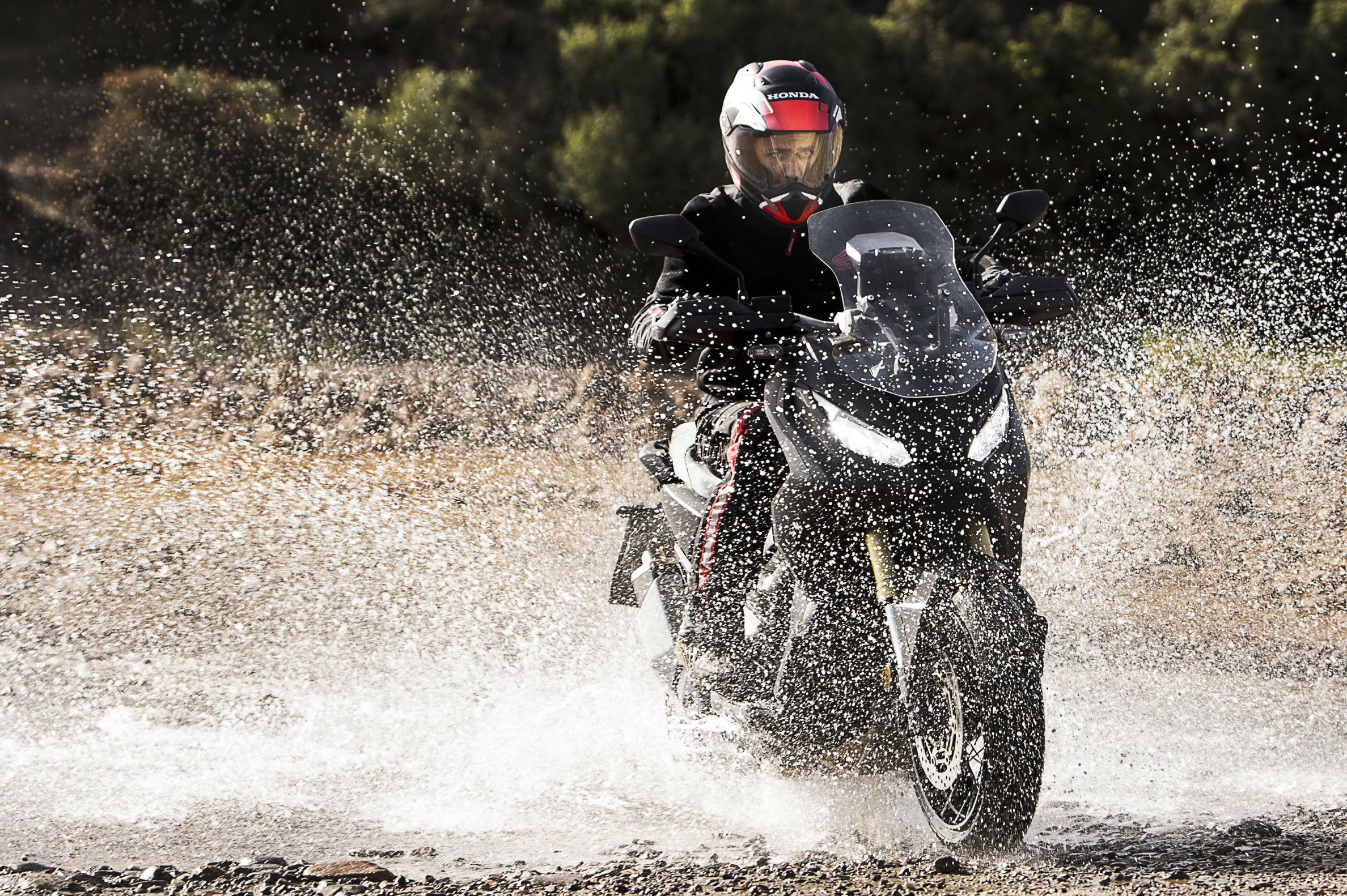 First look: 2017 Honda X-ADV adventure scooter - BikesRepublic