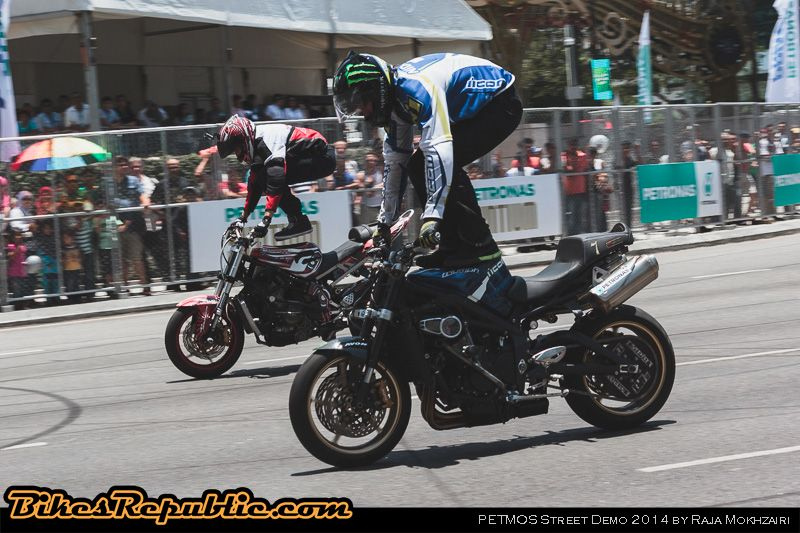 Epic Tandem Drifting With Two Triumph Street Triple R Nakeds