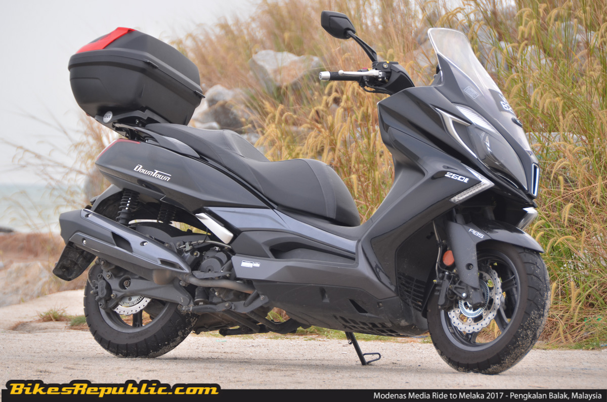 2016 kymco downtown 250i first ride impressions bikesrepublic. Black Bedroom Furniture Sets. Home Design Ideas