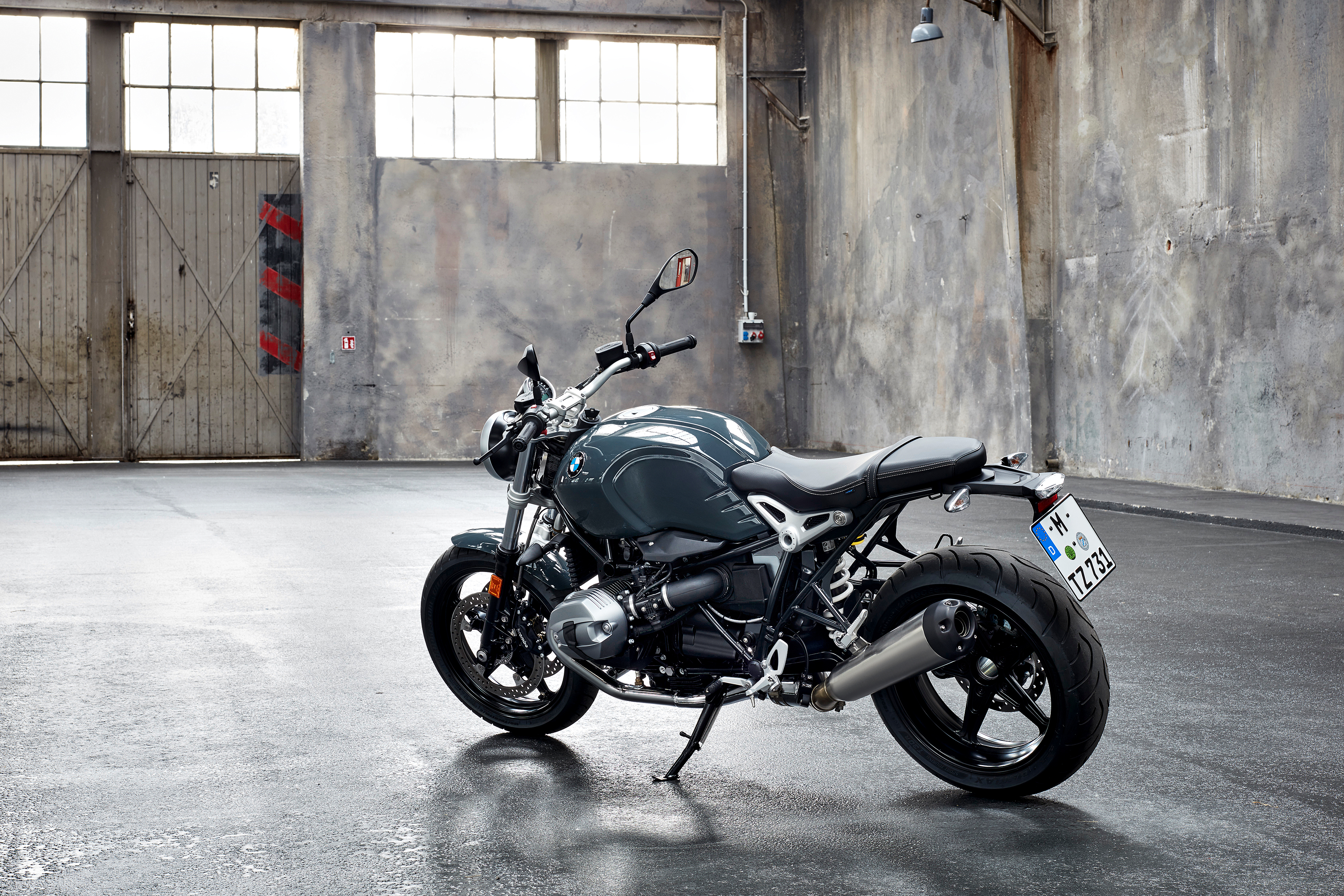 bmw motorrad malaysia introduces new 2017 bmw r ninet r. Black Bedroom Furniture Sets. Home Design Ideas