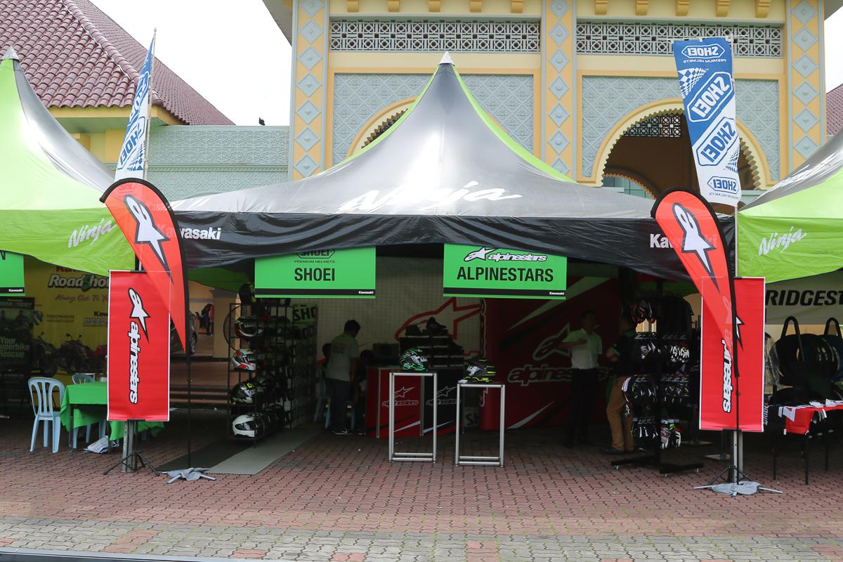 Owning a Kawasaki motorcycle is no longer just a dream thanks to Kawasaki Motors Malaysia. & Kawasaki Road Show u201cAlways Closer to Youu201d rocks Pasir Gudang ...