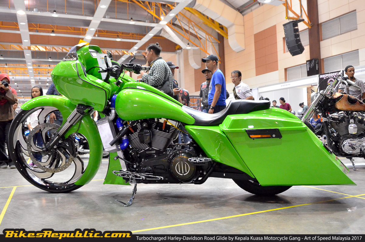 turbocharged harley davidson road glide mean green turbo machine bikesrepublic. Black Bedroom Furniture Sets. Home Design Ideas