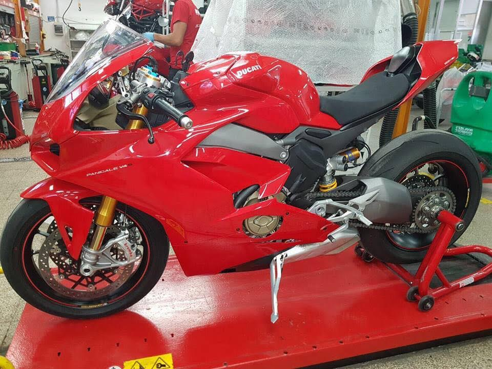 new ducati panigale v4 seen in all its glory. Black Bedroom Furniture Sets. Home Design Ideas