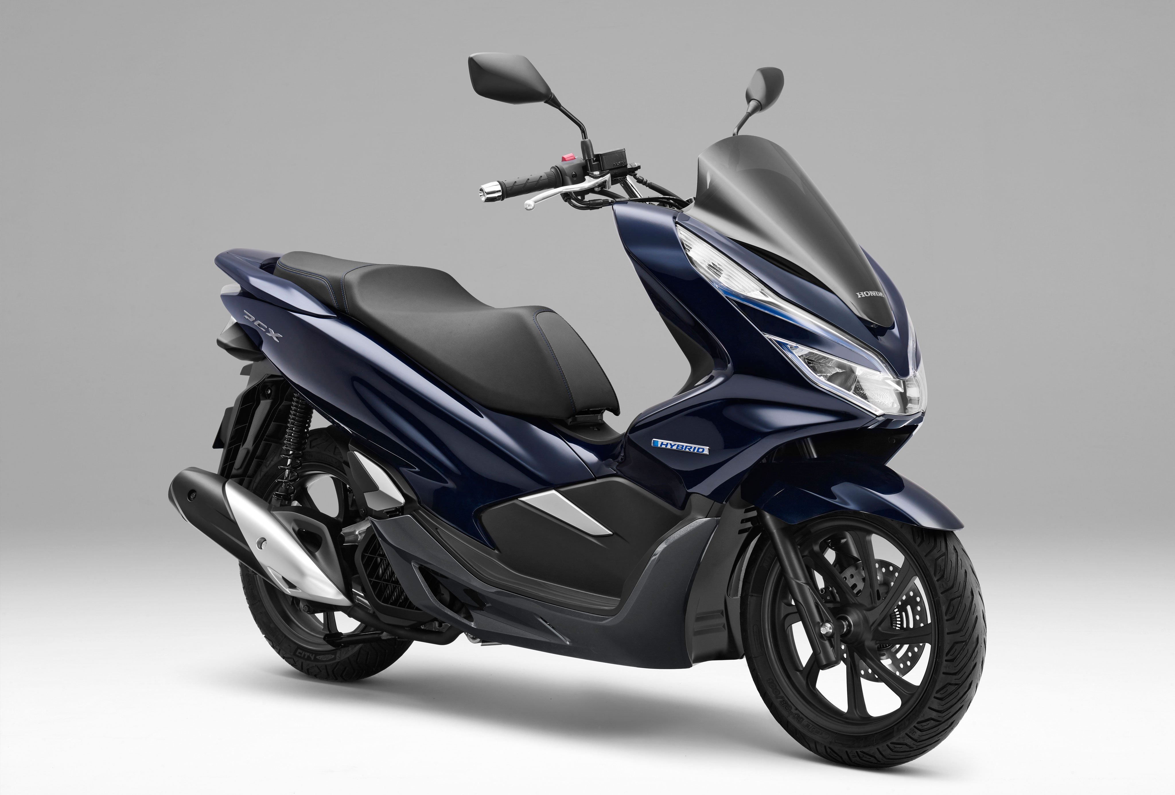 honda pcx electric and pcx hybrid unveiled bikesrepublic. Black Bedroom Furniture Sets. Home Design Ideas