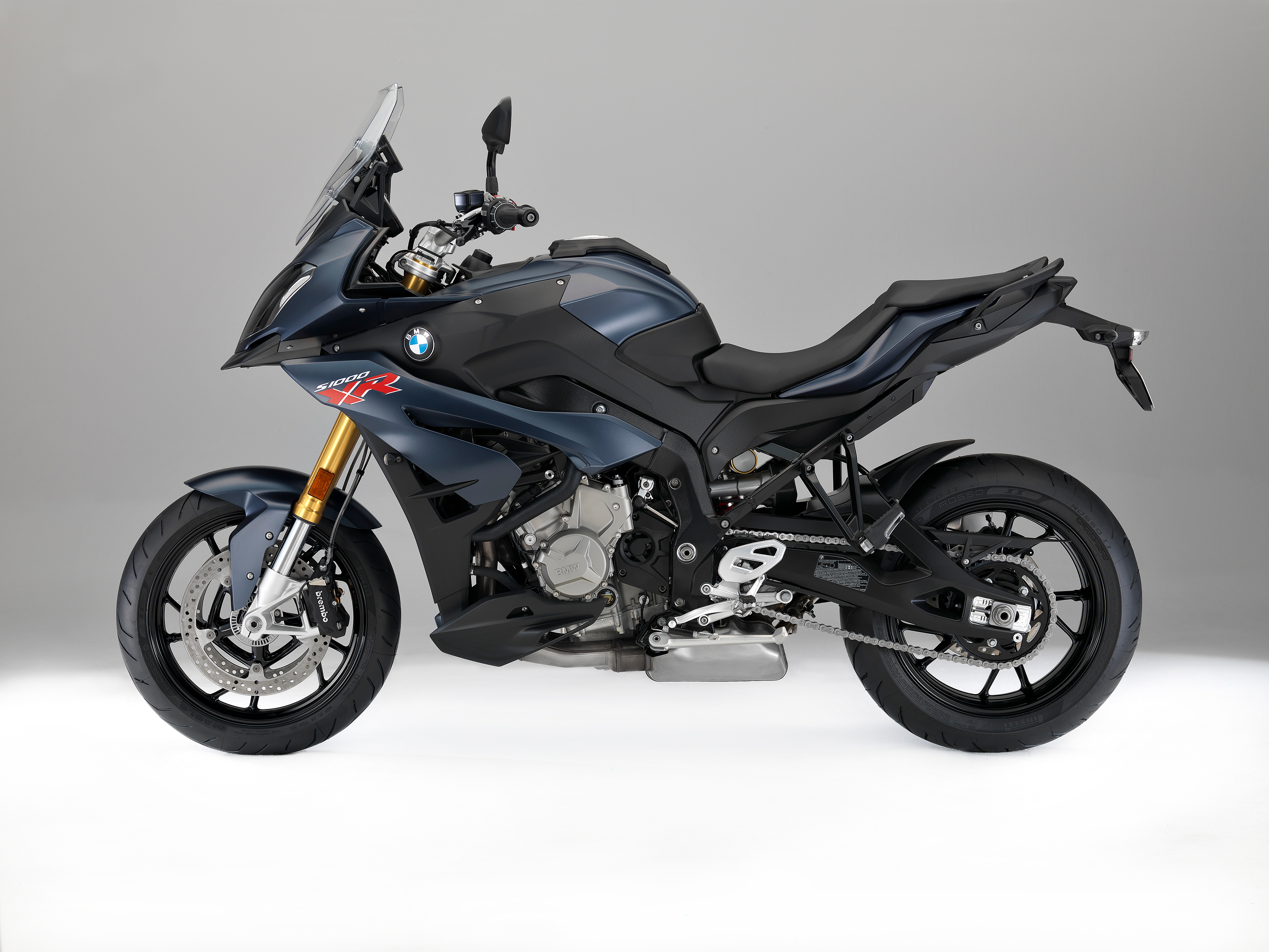 bmw s 1000 rr hp4 race bmw g 310 gs and bmw s 1000 xr launched at the malaysian motogp 2017. Black Bedroom Furniture Sets. Home Design Ideas