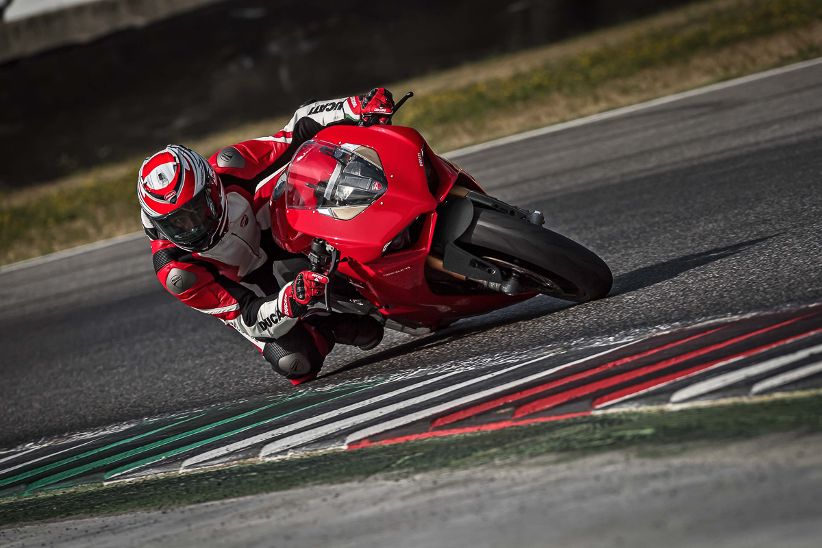 ducati launches 2018 ducati panigale v4 212hp and 120nm. Black Bedroom Furniture Sets. Home Design Ideas