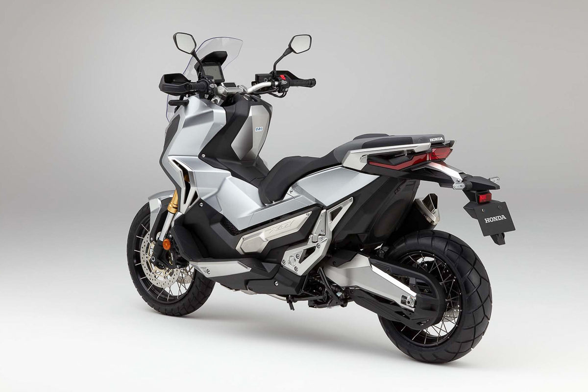 jpj testing the 2018 honda x adv adventure scooter bikesrepublic. Black Bedroom Furniture Sets. Home Design Ideas