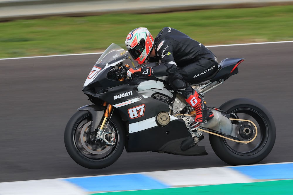 1000cc 2019 ducati panigale v4 r caught testing in spain bikesrepublic. Black Bedroom Furniture Sets. Home Design Ideas