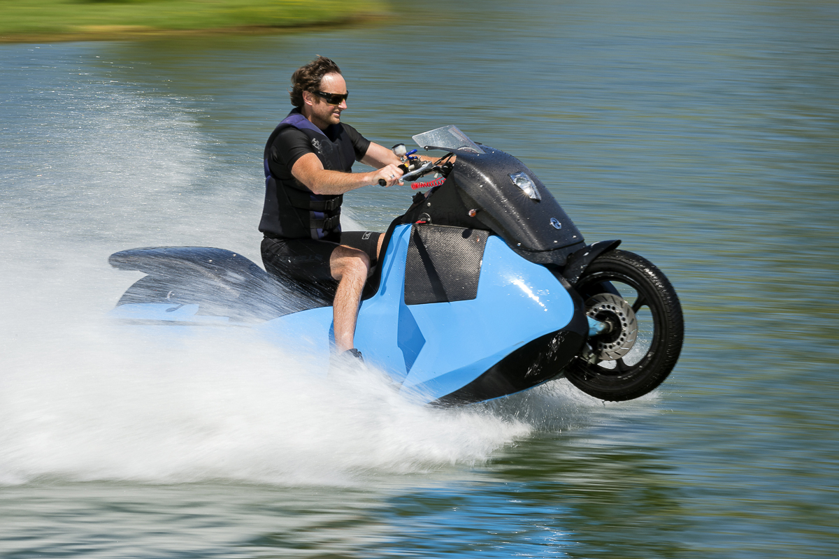 meet biski the amphibious scooter that can change into a jet ski bikesrepublic. Black Bedroom Furniture Sets. Home Design Ideas