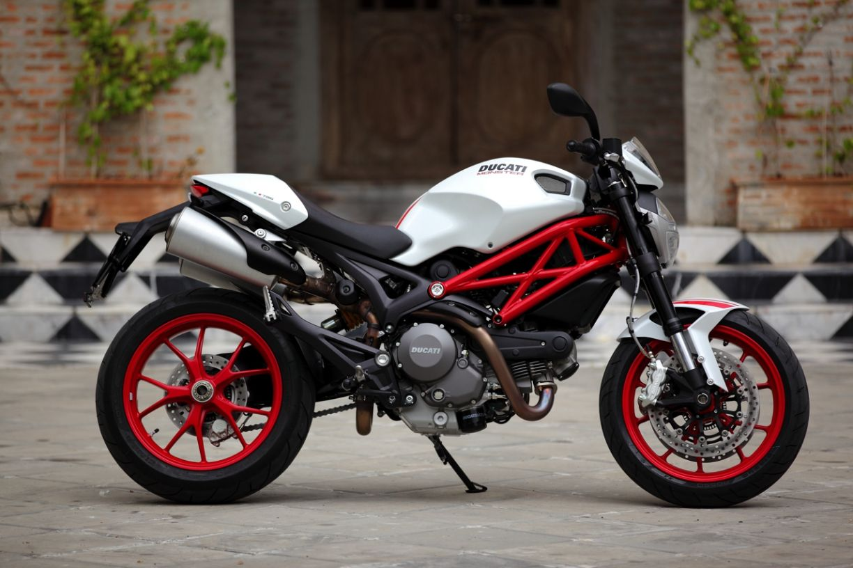 Ducati Malay... Ducati Monster 796