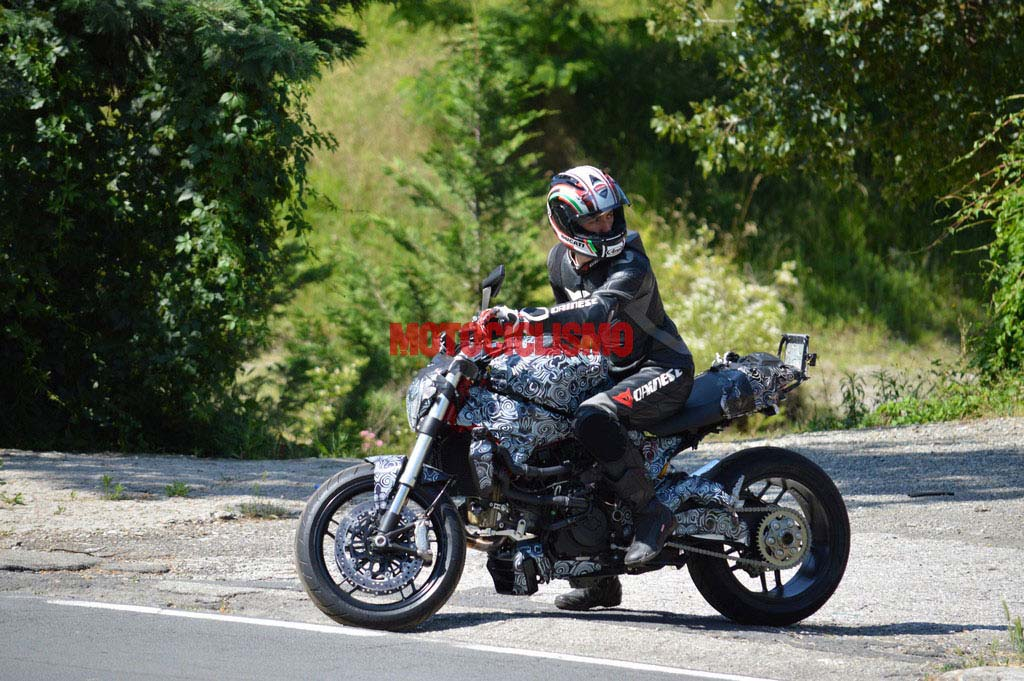 2014-ducati-monster-1198-water-cooled-spy-photo-01