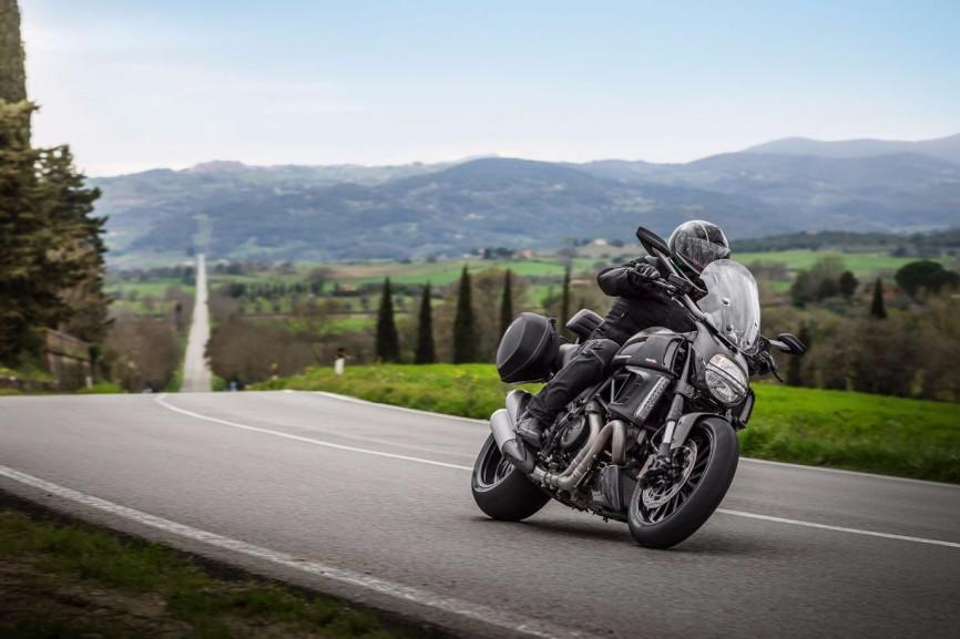 2014-Ducati-Diavel-Strada2