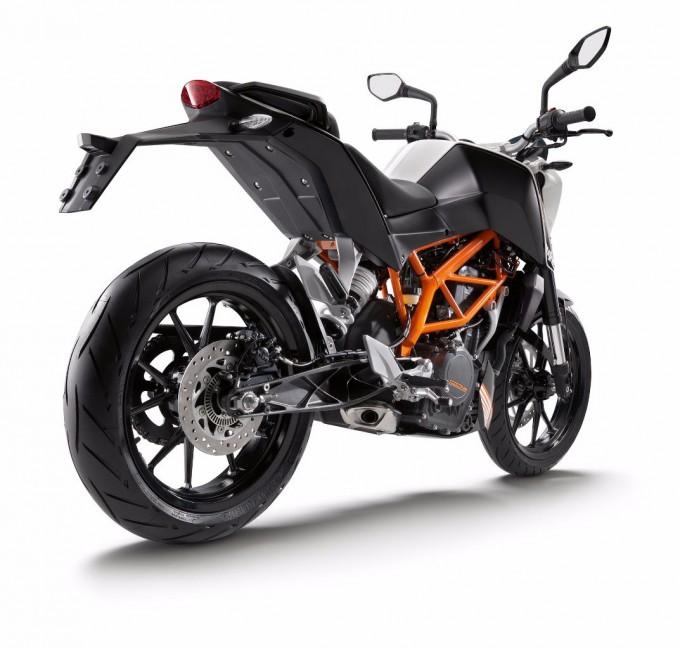 2014-KTM-390Duke-ABS4