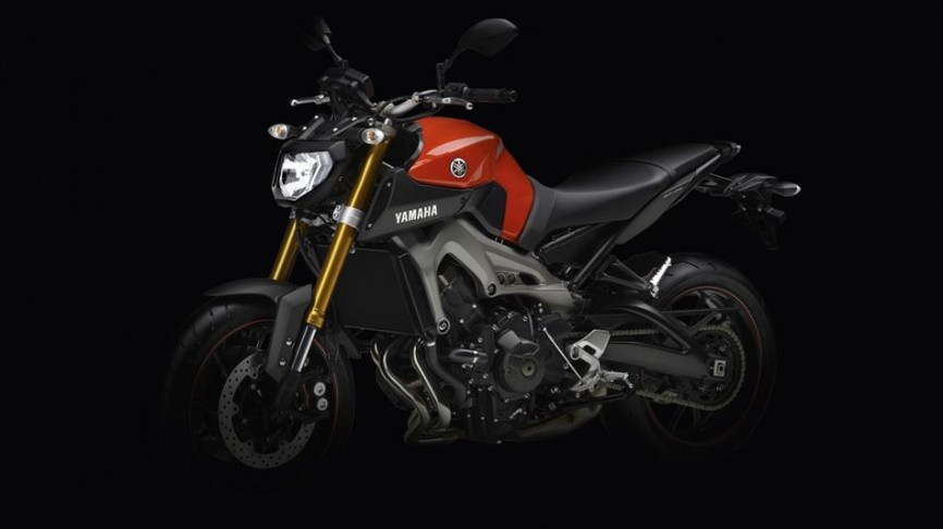 2014-Yamaha-MT-09-EU-Blazing-Orange-Static-018