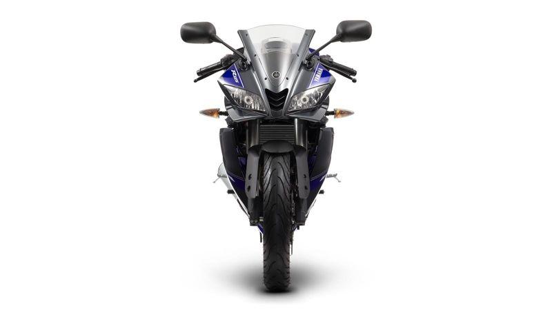2014-Yamaha-YZF-R125-EU-Race-Blu-Studio-008