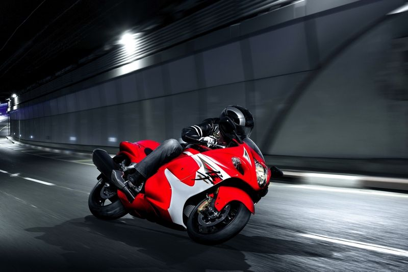 GSX1300RAL4_action_A