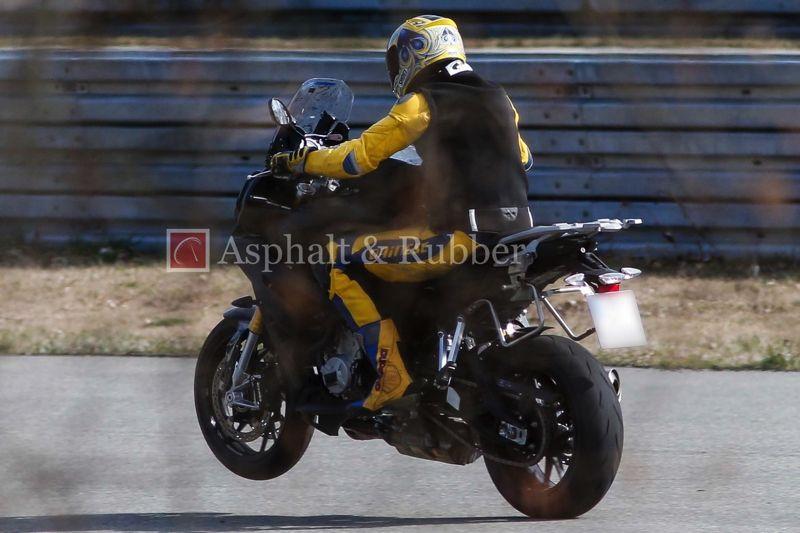 BMW-S1000F-spy-photos-01