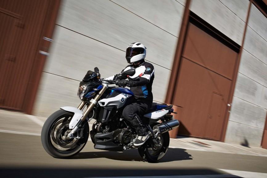 2015-BMW-F800R-action-16