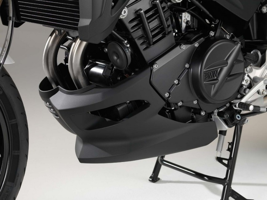 2015-BMW-F800R-studio-13