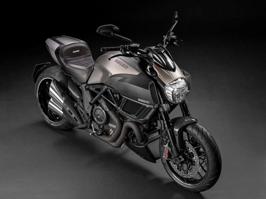 2015-Ducati-Diavel-Titanium-EICMA-06