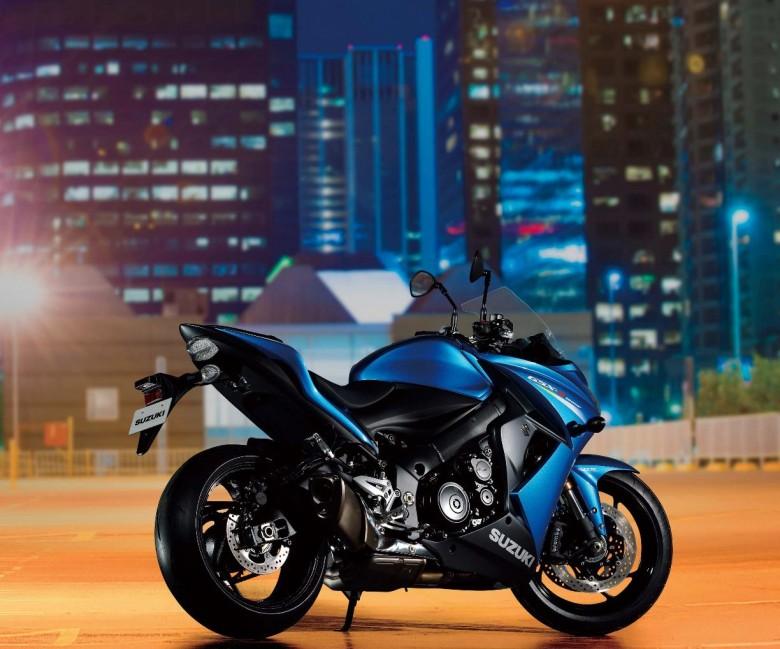 2015-Suzuki-GSX-S1000F-03