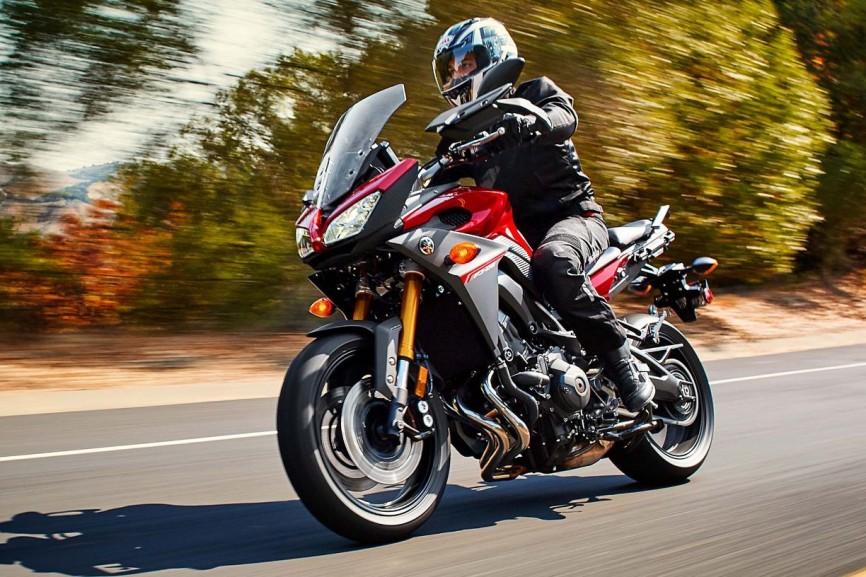 2015-Yamaha-FJ-09-MT-09-Tracer-23