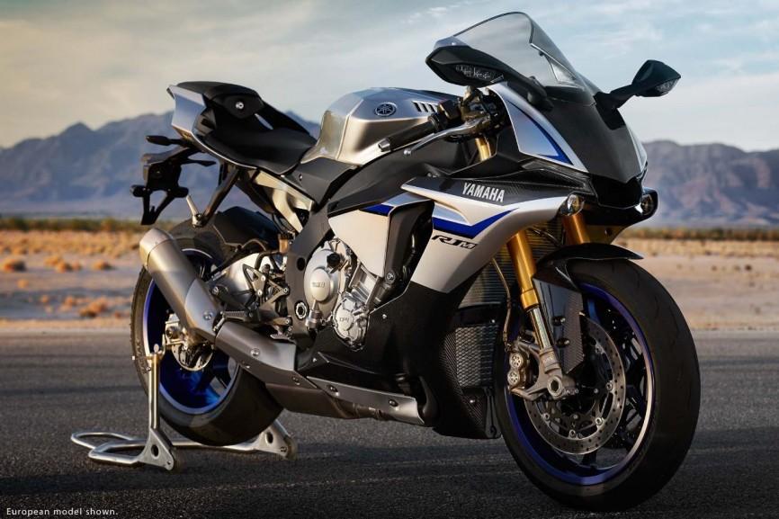 2015-Yamaha-YZF-R1M-23