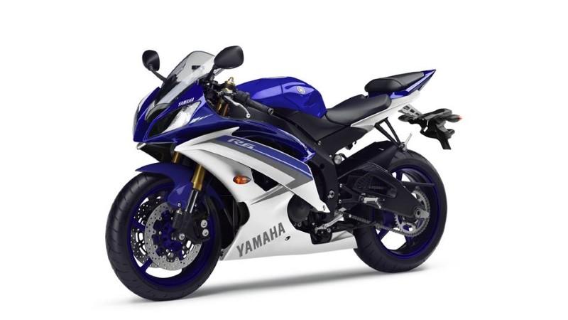2015-Yamaha-YZF-R6-EU-Race-Blu-Studio-007