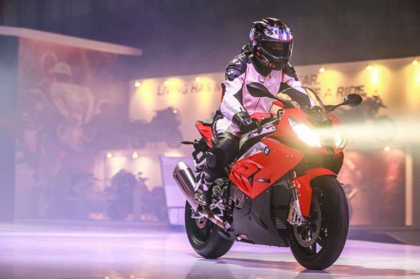 The-new-BMW-S-1000-RR-4-866x577