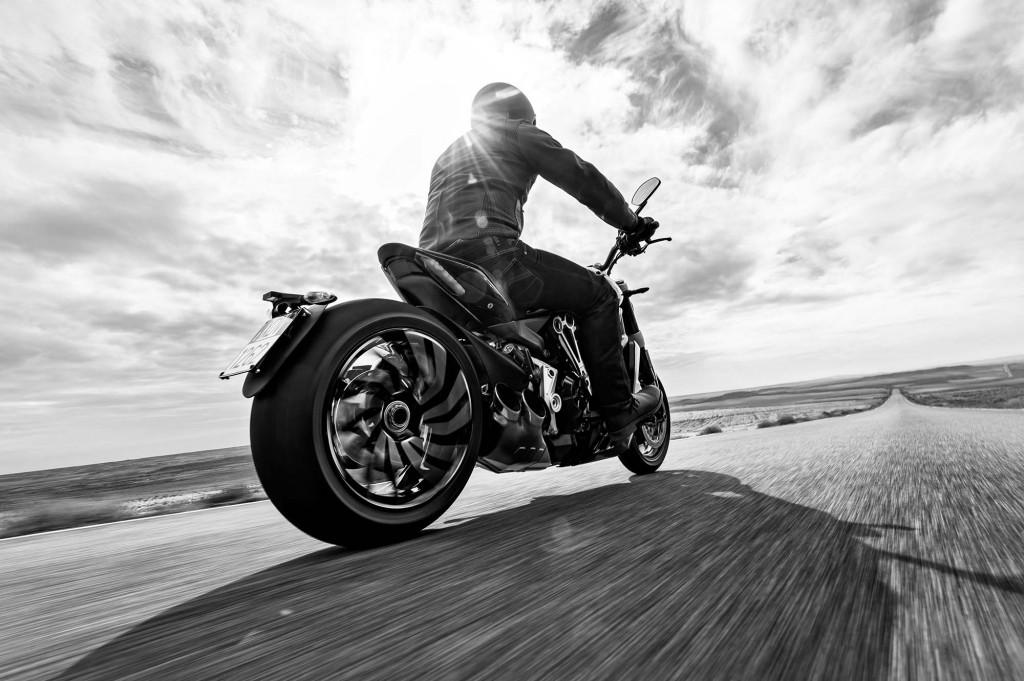 2016-Ducati-XDiavel-S-02