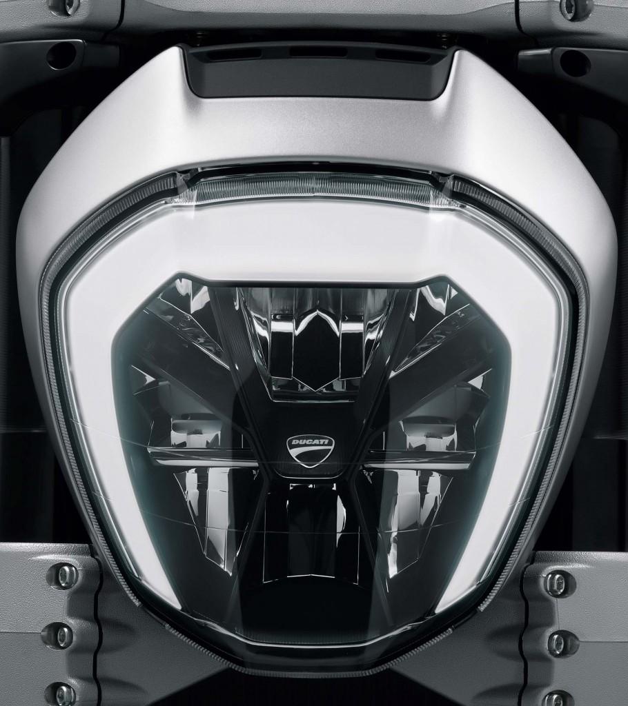 2016-Ducati-XDiavel-S-27