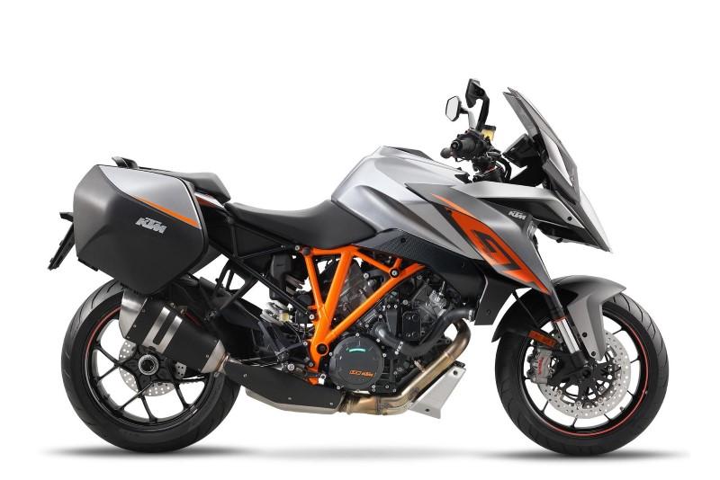 2016-KTM-Super-Duke-GT-02