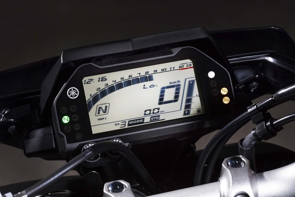 2016-Yamaha-MT-10-details-08