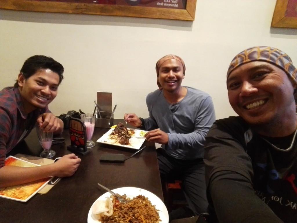 nasi goreng kambing dan teh tarik bersama anak malaysa di melbourne
