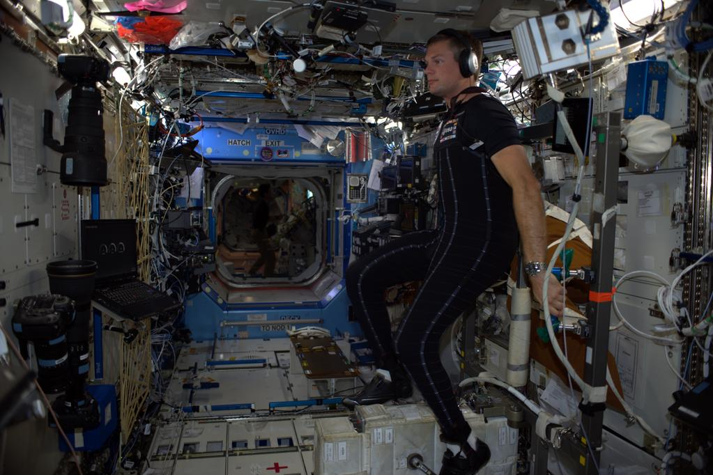 dainese-creates-two-space-suits-for-mars-missions_2