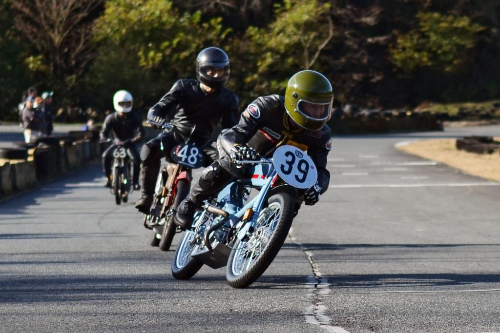 deus-japan-delivers-the-most-extreme-honda-super-cub-photo-gallery_8
