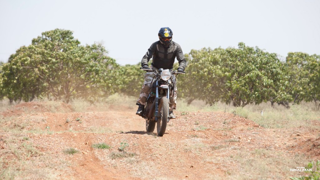 first-royal-enfield-himalayan-official-videos-and-photos-arrives-february-2-video-photo-gallery_10