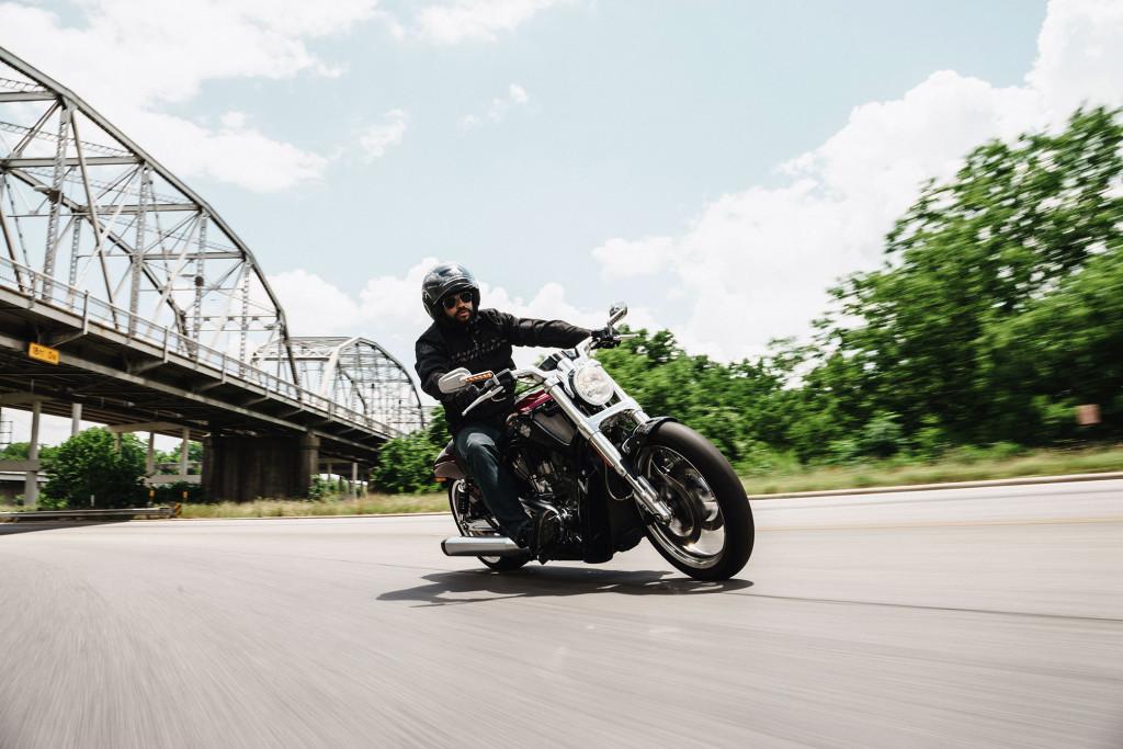 2016-Harley-Davidson-VRod-Muscle2
