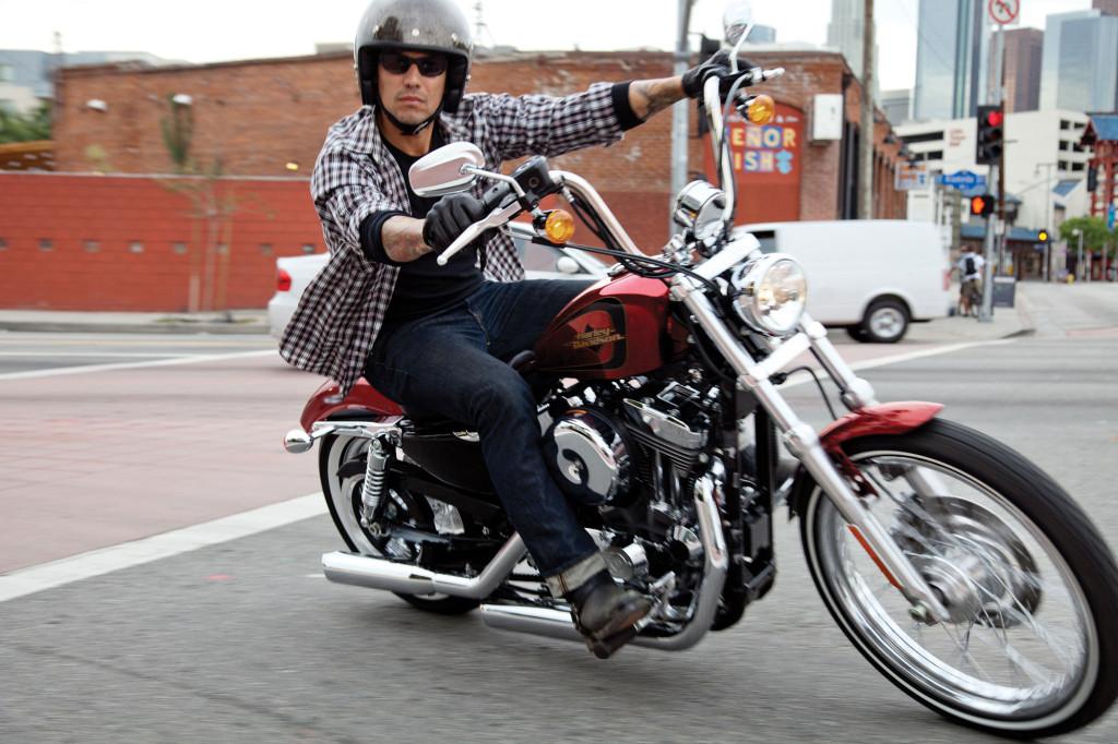2012-Harley-Davidson-Sportster-XL1200V-SeventyTwo1
